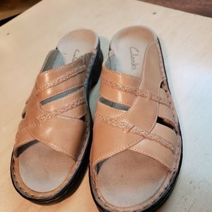 Clarks Leather slide on sandal tan NWOT